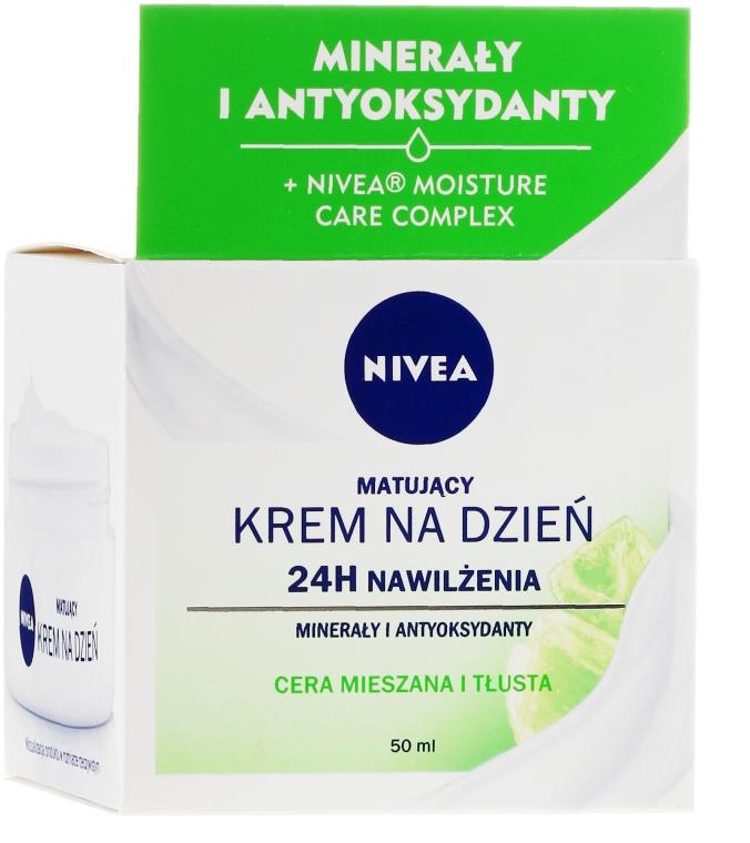 Nappali hidratáló krém zsíros és kombinált bőrre - Nivea 24H Moisture Care Complex