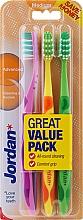 Parfüm, Parfüméria, kozmetikum Fogkefe közepes, zöld, lila, narancssárga - Jordan Advanced Medium Toothbrush