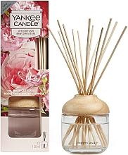 """Parfüm, Parfüméria, kozmetikum Illatosító pálcikával """"Frissen vágott rózsák"""" - Yankee Candle Fresh Cut Roses"""