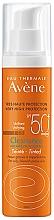 Parfüm, Parfüméria, kozmetikum Napvédő tonizáló krém zsíros és problémás bőrre - Avene Solaire Cleanance Tinted SPF50+ Sun Cream