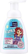 Parfüm, Parfüméria, kozmetikum Hab intim higiéniához gyerekeknek, hercegnő 2 kék háttéren - Skarb Matki Intimate Hygiene Foam For Children