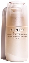 Parfüm, Parfüméria, kozmetikum Öregedést gátló nappali emulzió - Shiseido Benefiance Wrinkle Smoothing Day Emulsion SPF 20